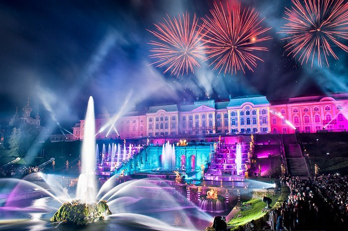 праздник открытия фонтанов в Петергофе